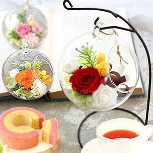 母の日のプレゼント ひも付きガラスドームプリザ&苺ミニバウムクーヘン